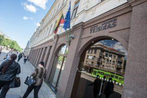 Buvę savivaldybės įmonės darbuotojai teistumo neatsikratė