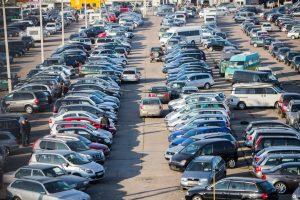 Kodėl automobilį verta pirkti žiemą? (ekspertų patarimai)