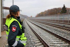"""Nelaimė Vilkaviškio rajone: susidūrė traukinys ir girto vairuotojo """"Audi"""""""