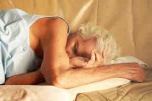 Vyresniame amžiuje miegame budriau: kaip pagerinti miego kokybę?