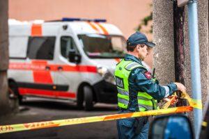 Siaubas Tverų miestelyje: per langą iškrito ir susižalojo mažametis