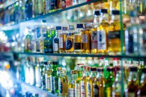 """Stebės, kad kavinėse neparduotų alkoholio """"išsinešti"""": ar pavyks sukontroliuoti?"""