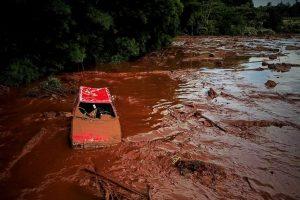 Brazilijoje po užtvankos griūties atnaujintos paieškos, aukų skaičius perkopė 50