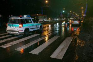 Vilniuje automobilis sužalojo du per perėją ėjusius vyrus