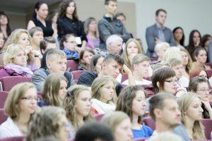 Kvietimų studijuoti sulaukė dar beveik 3 tūkst. jaunuolių
