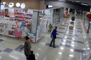 Ieškomas parduotuvėje apsivogęs vyras