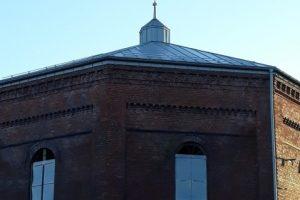 Klaipėdoje – dar vienu apleistu pastatu mažiau