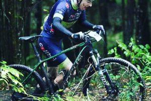 """Iki """"Žemaitijos taurės-2016"""" dviratininkams teko brautis per purvą"""