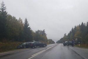 Kelyje Telšiai–Plungė susidūrė trys mašinos