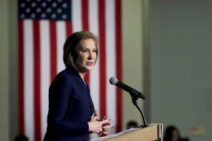 """Buvusi """"Hewlett-Packard"""" vadovė traukiasi iš kovos dėl Baltųjų rūmų"""