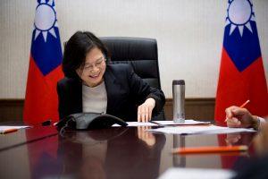 D. Trumpo pokalbis telefonu su Taivano lydere gali išprovokuoti Kinijos pyktį