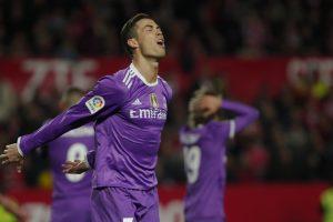 """Madrido """"Real"""" gavo sprigtą Sevilijoje"""