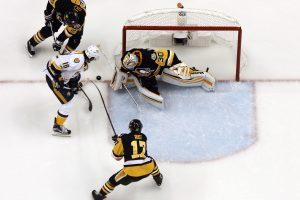"""NHL: """"Penguins"""" antrą kartą nugalėjo """"Predators"""""""