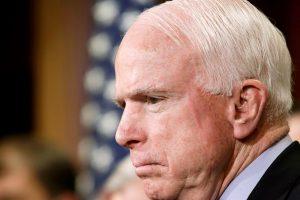 JAV politikos veteranui J. McCainui diagnozuotas smegenų vėžys