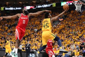 """Warriors"" ir ""Rockets"" klubus nuo konferencijos finalo skiria pergalė"