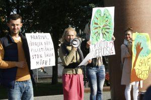 Klaipėdos žalieji dėl medžių kirtimo tikisi susitikti su S. Skverneliu