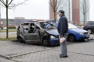 Naktį Klaipėdoje gaisro metu apgadintos dar dvi mašinos