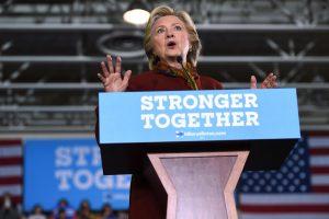 Savimi pasitikinti H. Clinton pradeda kovą ir dėl Kongreso