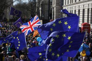 """Londone tūkstančiai demonstrantų protestuoja prieš """"Brexit"""""""