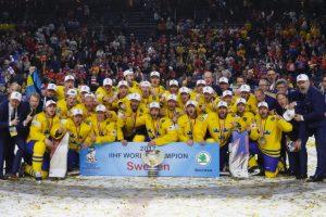 Švedai nukarūnavo titulą gynusius Kanados ledo ritulininkus