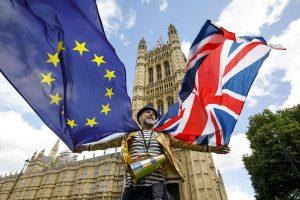 """Nauja apklausa: dauguma britų yra prieš """"Brexitą"""""""