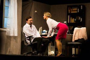 """""""Kitokio teatro"""" premjera: komedija """"Amnezija už 400 tūkst. eurų"""" Klaipėdoje"""