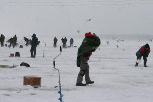 Perspėja: Kuršių marių ledas vietomis nesaugus