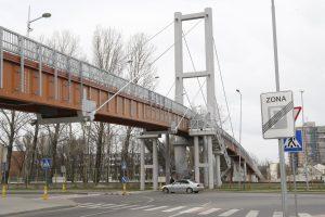 Tilto per geležinkelį miestas neperima