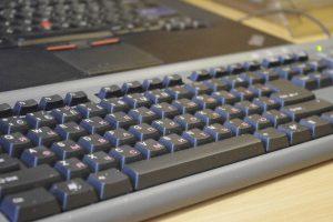 Danės skvere – klaviatūrų mėtymo čempionatas