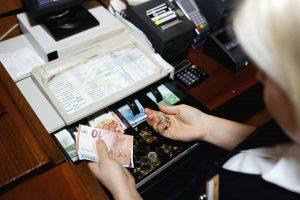 Latvis susikrovė baro kasos pinigus