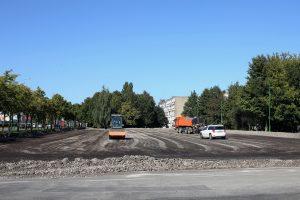 Automobilių stovėjimo aikštelėje užvirė darbai