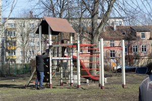 Įrengs naujas vaikų žaidimų aikšteles