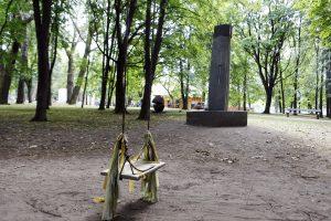 Nelegalios sūpuoklės Skulptūrų parke – galvos skausmas