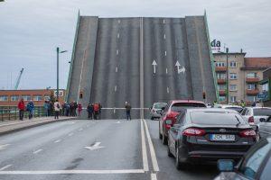 Koreguos Pilies tilto kėlimo grafiką