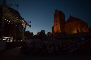"""Trakų pilyje pirmąkart po atviru dangumi parodytas O. Koršunovo """"Hamletas"""""""