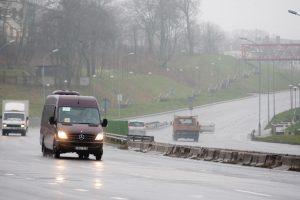 Kelininkai įspėja: eismo sąlygas sunkina rūkas