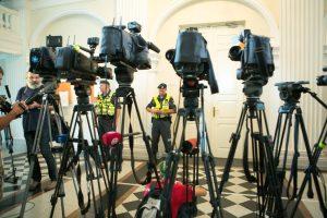 Seimas palaiko siūlymą leisti transliuoti teismo sprendimų skelbimą