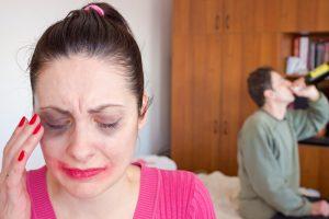 Sugyventinio grasinimas draugei: grįšiu ir nužudysiu
