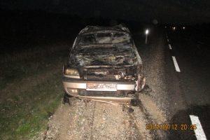Visiškai girtą vairuotoją išdavė užsidegęs automobilis
