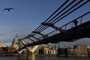 Nedarbas Britanijoje pasiekė žemiausią per 11 metų lygį