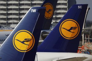 """Talino oro uoste """"Lufthansa"""" lėktuvas susidūrė su paukščiu"""