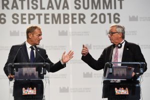Bratislavoje susitikę ES ministrai gelbės laisvosios prekybos susitarimą