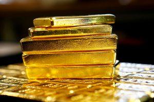 Aukso kaina užkopė aukščiausiai per tris mėnesius
