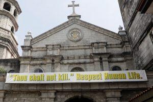 Filipinų bažnyčios, protestuodamos prieš kruviną kovą, naktimis skambins varpais