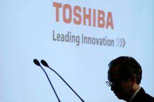 """""""Toshiba"""" perspėjo apie rekordinius nuostolius, baiminasi dėl išlikimo"""
