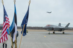 Prieš Estijos narystę NATO pasisakęs ministras atsistatydina