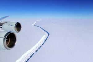 Nuo Antarktidos gali atskilti didžiulis ledynas, kuris smarkiai pakels jūros lygį