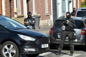 Belgijoje ir Prancūzijoje per antiteroristinius reidus suimti penki asmenys