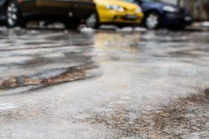 Būkite atsargūs, keliuose – plikledis