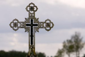 Kryžiai pakelėse – neleistini, bet svarbūs